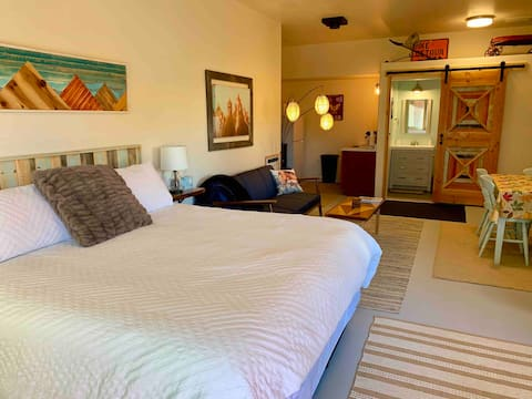 Cottonwood King Suite - Country Getaway!
