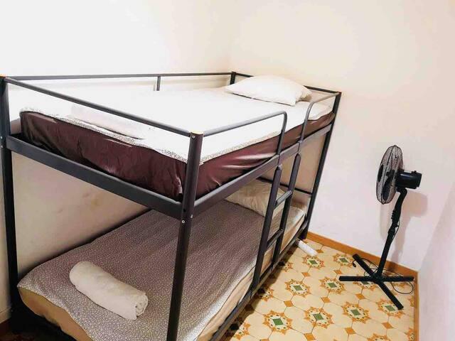 P Habitación privada para 2 en un piso compartido