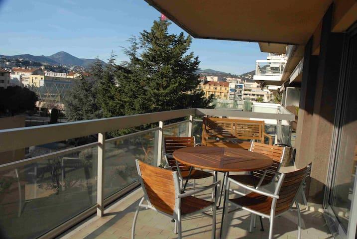 Beau deux pièces calme, bien situé refait à neuf - Nice - Apartamento