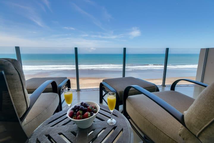 Diamante del Sol 802N | Luxurious Family Friendly  Oceanfront Penthouse