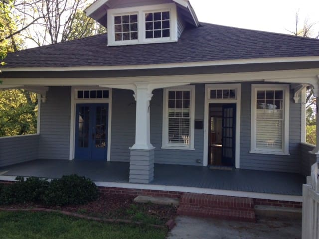 Historic bungalow less than a mile from downtown