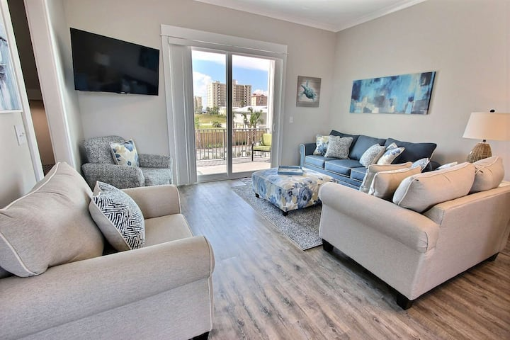 New PET FRIENDLY Cottage | Deeded beach access, Outdoor pool, Four balconies | Free golf/fishing