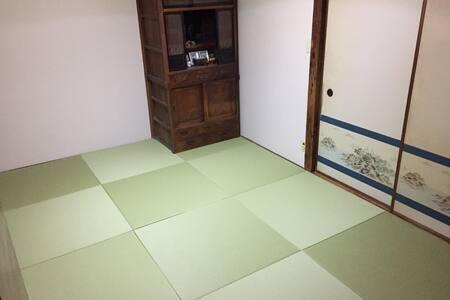 7.5帖の琉球畳の和室(リフォーム済み)と12帖LDKがある1階部分が使える前面私道の静かな一戸建て - Fuchū-shi - Casa