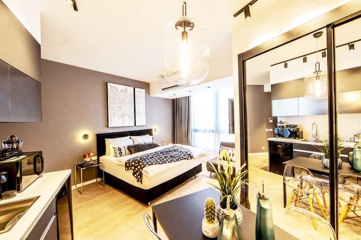 Stlye♛Royal Luxury Studio Apt. Just By The Beach♛
