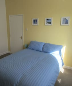 £110 / week, by BAE & Town - Barrow-in-Furness - Dům