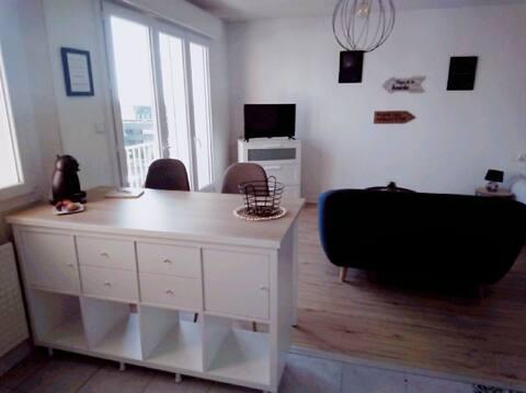 """Studio """"Le Grand Large"""" proche ville et plages."""