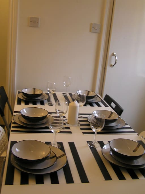 Dining table can seat 6 people.