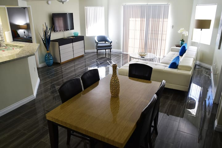 Modern 2br close to the Convention Ctr & LV Strip