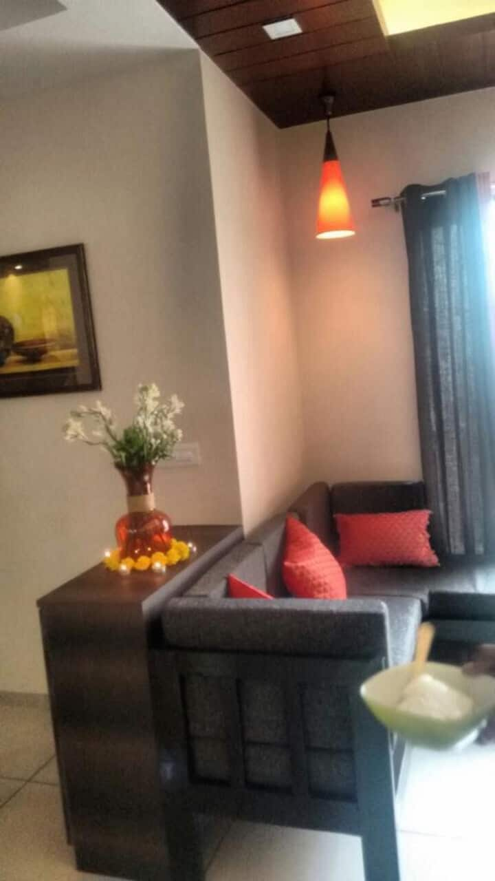Spacious 3 Bedroom Apartment, Near Airport/Station