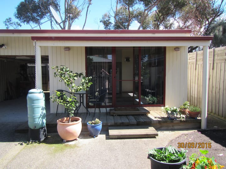 Barwon Waters; Quiet self-contained bungalow