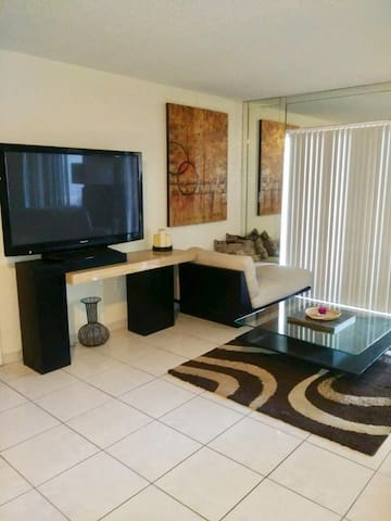 2 MINS FROM THE BEACH, PARKING , POOL, LARGE CONDO