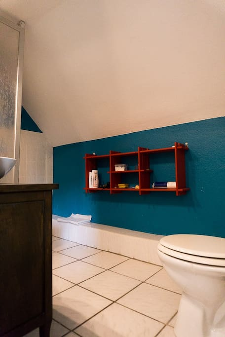zimmer m badezimmer k chennutzung n he messe h user. Black Bedroom Furniture Sets. Home Design Ideas