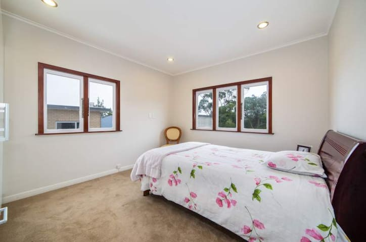 Cosy modern couple room2★TV★central-west★SUPERHOST