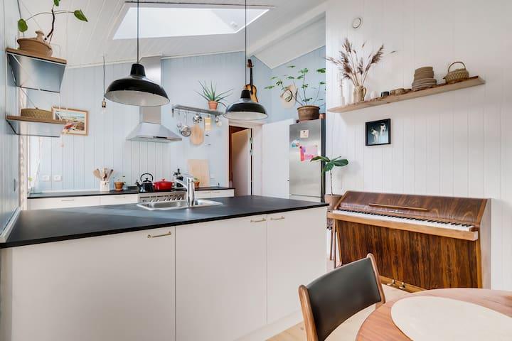 København: Idyllisk haveforeningshus tæt ved metro