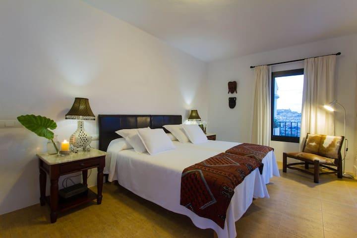 Overlooking Ibiza Town - Puig d'en Valls - Haus