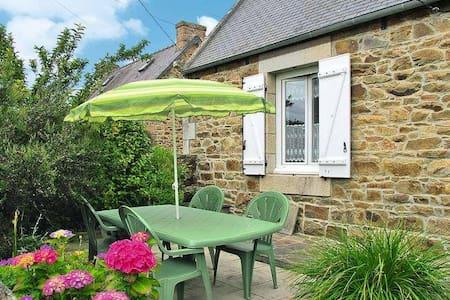 Maison bretonne au coeur de la Côte de granit rose - House