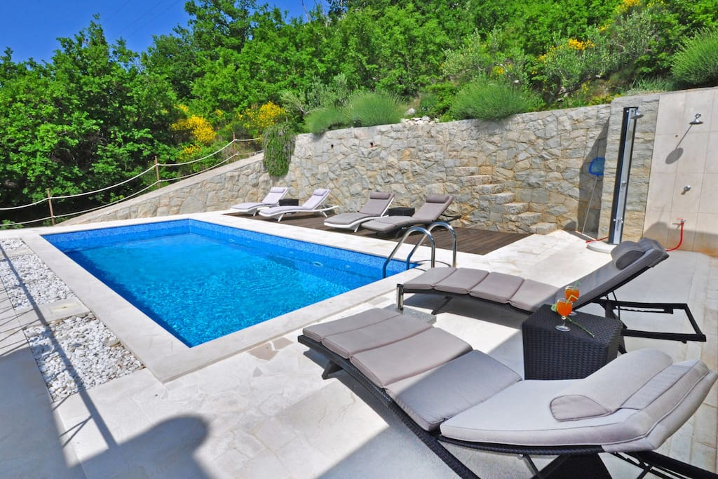 Private swimming pool 24m2 with sun deck area and spectacular sea views