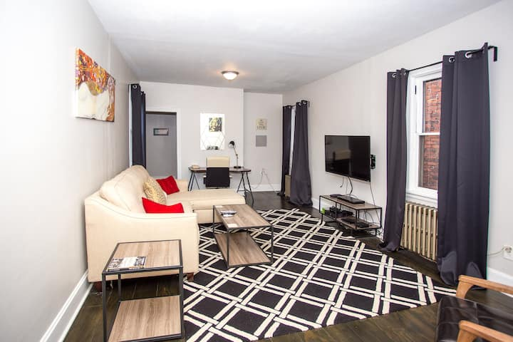 Spacious 2 Bdrm in South Side Flats