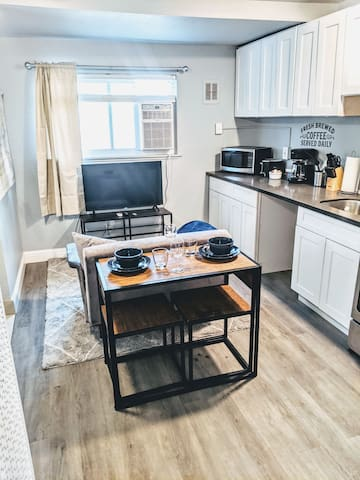 Coastal Chic Condo - Easy access to all of Sac