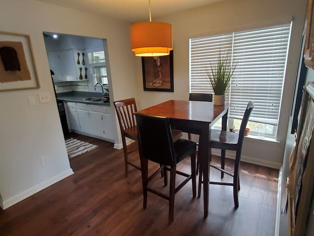 Private apartment close to Duke and Downtown