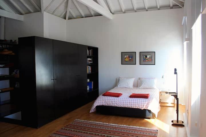 Bright Modern Loft with Terrace
