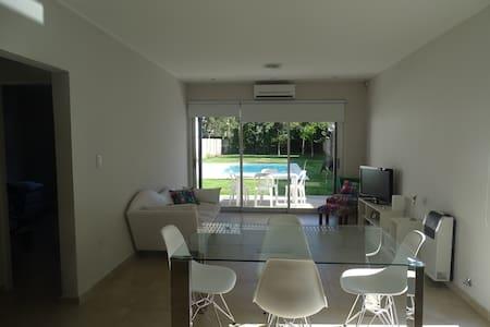 Casa quinta con pileta - Gonnet - Haus