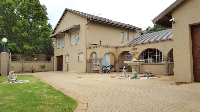 Afton Guest House - Kempton Park - Bed & Breakfast