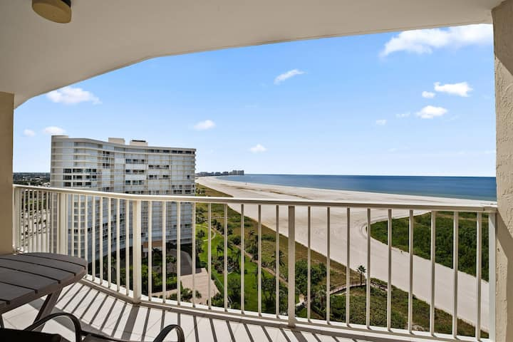 Chic-Newly Renovated Beach Condo with amazing views!