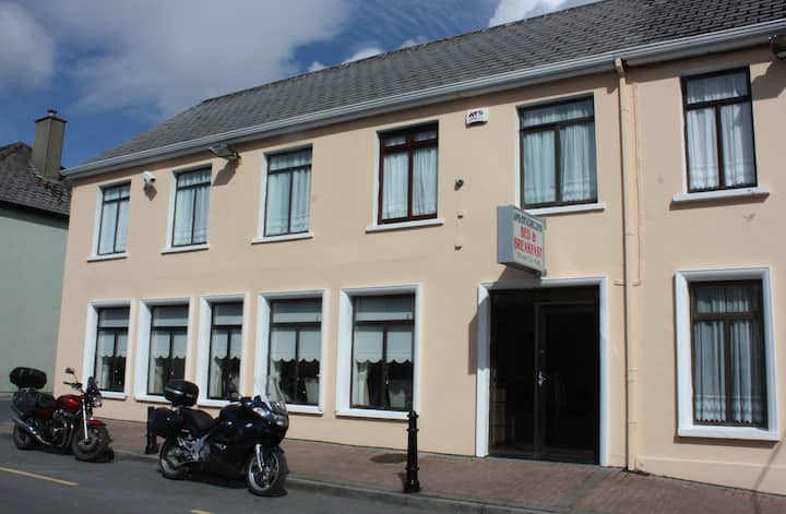 O'Loughlins  B&B Lisdoonvarna  twin room