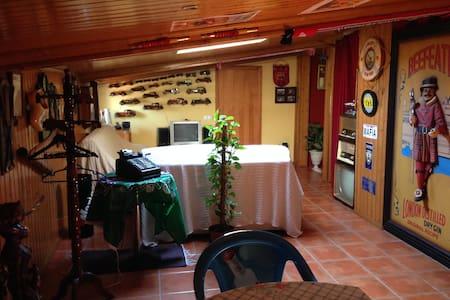 Suíte soalheira e bem decorada a 30 min de Fátima - Monte Redondo