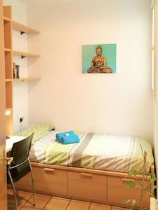 Room in downtown next to the river! - Girona