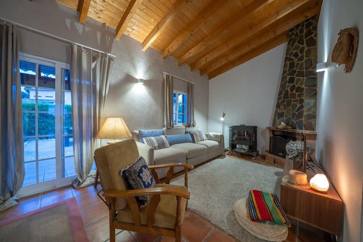 Quiet,spacious room with mini fridge, 2km to beach