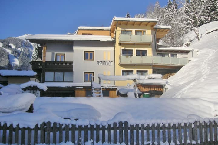 Charming Apartment in Zell am See with Mountain Views