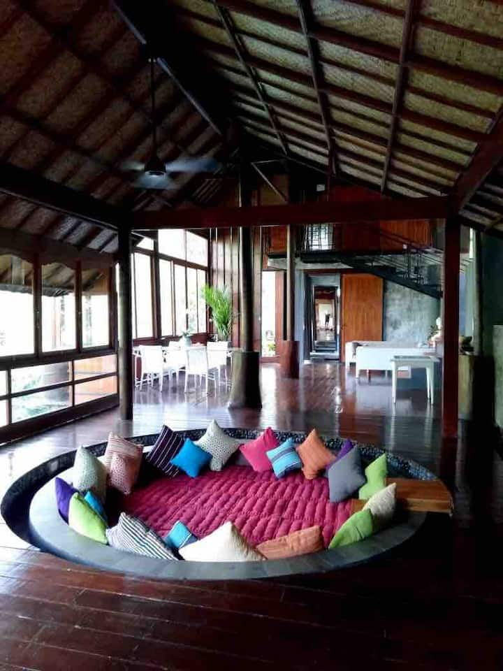 Ubud 3BR Big Space - Forest/River Views, 24h staff