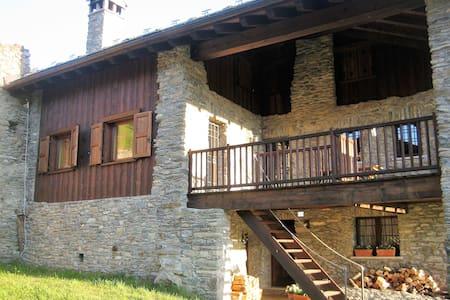 La Terrasse d'Ozein ..splendida vista Monte Bianco - Ozein - Casa de camp