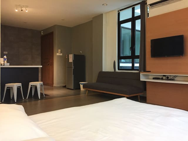 Modern Studio | 5 mins fr. Train & The Mines/MIECC - Seri Kembangan - Dom