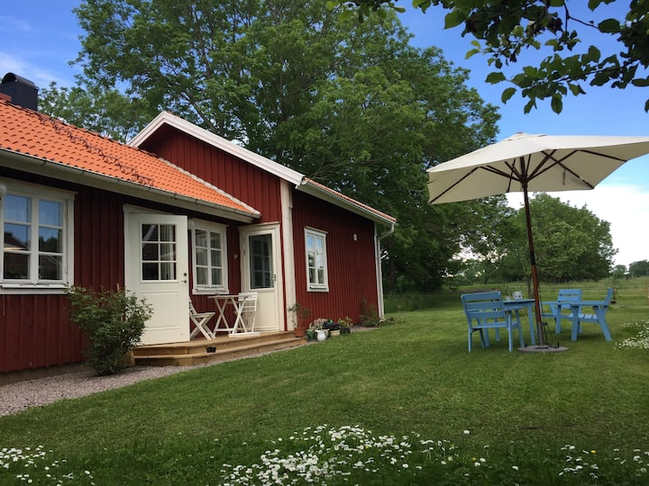 Cosy cottage close to Väner beach
