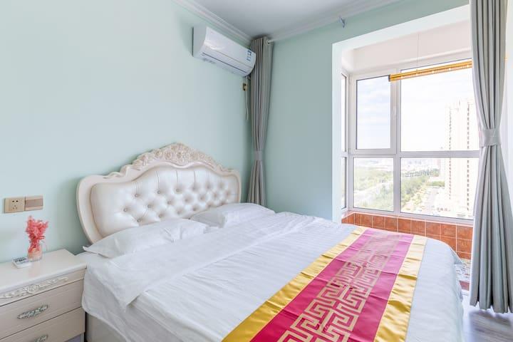 次卧,1.8米大床带观景阳台3米落地窗