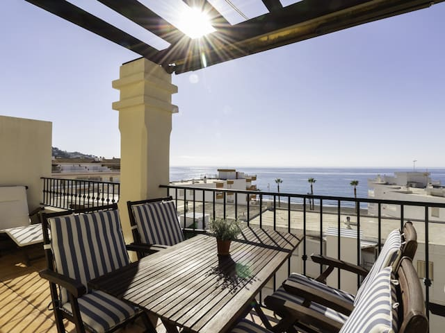 Renovated apartment with terrace and sea views
