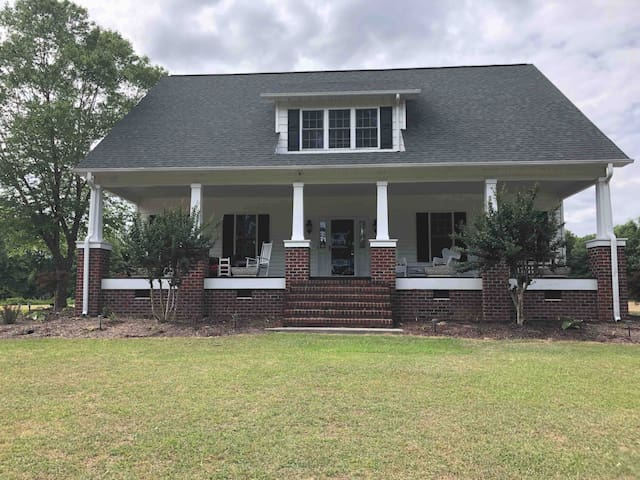 Quiet Country Home (1 of 3 beds/Queen)Eastern NC