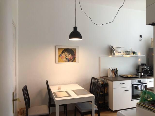 Wunderschönes gemütliches Zimmer in Altbau Wohnung