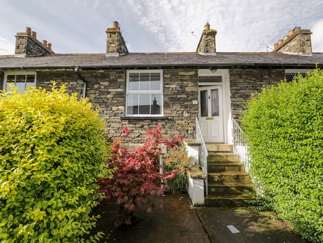FISHER'S RETREAT, pet friendly in Bowness-On-Windermere, Ref 928580