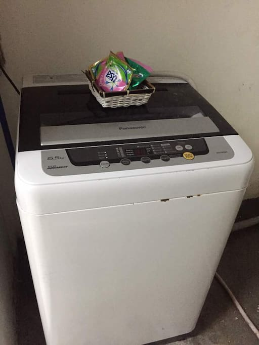 Auto washing machine for laundry include detergent