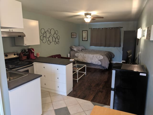 Studio Apartment - 2 Miles from downtown Dripping