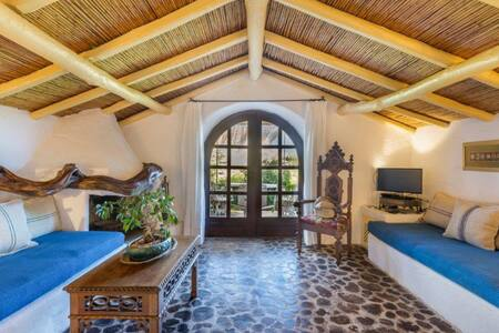 "Luxury Cottage at San Pantaleo. House ""Il Glicine"""