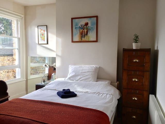 Stylish double room in pretty house - Londres - Casa
