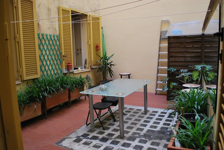 COZY PRIVATE ROOM IN CAMPO DE FIORI AREA