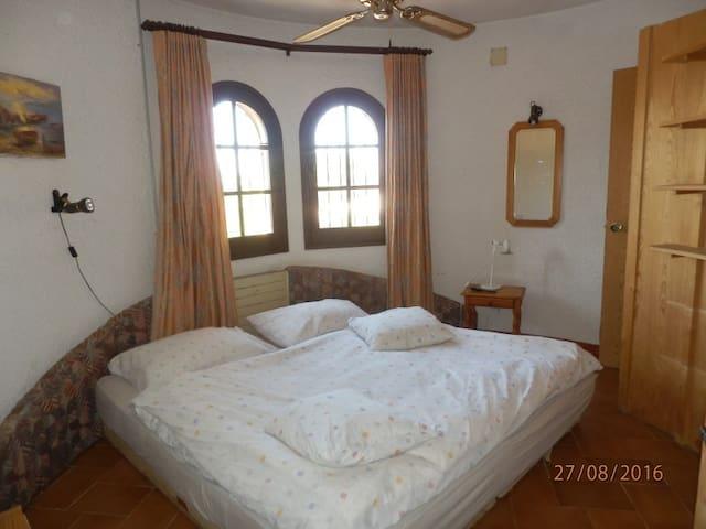 Pretty Love Nest in the tower of a Catalan Villa - La Torre Vella - Bed & Breakfast