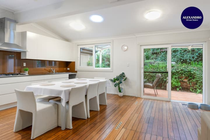 SPACIOUS & RELAXED 4 BED HOUSE // PETS WELCOME