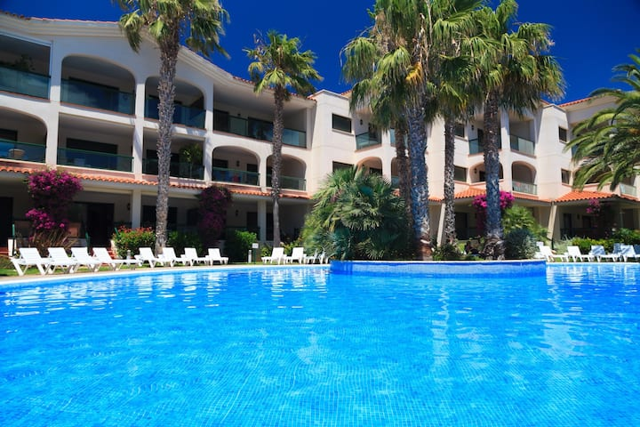 AirCon Apartment Family Complex on the Beachfront · UHC COSTA LINDA